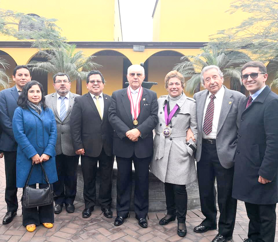 Autoridades del Colegio Médico del Perú